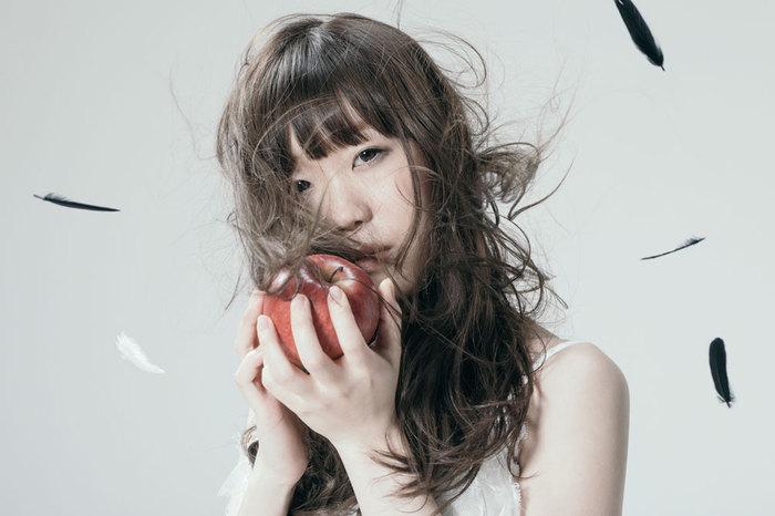 """Aimer、新曲「Black Bird」土屋太鳳×芳根京子主演映画""""累-かさね-""""主題歌に決定。9/5リリースのニュー・シングル全貌も明らかに"""