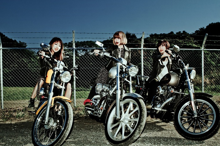 """つしまみれ、8/22リリースのミニ・アルバム『NIGHT AND MORNING』よりメンバーのiPhoneで撮影したリード曲「アナーキーモーニング」MV&""""裏バージョン""""MV公開"""