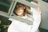 """""""ちょっと頑張るひきこもり""""ナナヲアカリ、名刺代わりの1stフル・アルバム初回盤DVD詳細を発表。人気曲「ハノ」ライヴ映像公開も"""