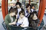 神戸出身の男女混合5人組バンド CRAWLICK、9/8リリースの会場限定シングル『ジュヴナイル/カラメル』から初となるアニメーションMV「ジュヴナイル」公開