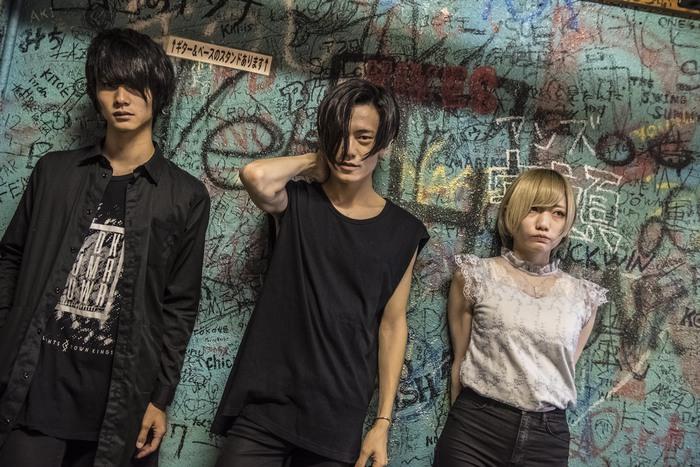 名古屋発の変幻自在ロック・バンド THREEOUT、11/14に約1年ぶりミニ・アルバム『THE GLEAM OF DAWN』リリース決定。リリース・ツアー開催も
