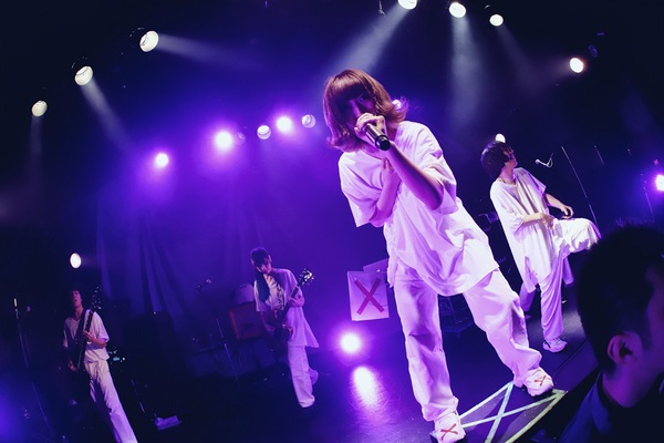 Live_6.jpg
