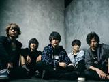横浜発5人組ロック・バンド QoN、10/24リリースのニュー・シングル『TAKARAJIMA』よりアリスムカイデ出演「名もなき戦争」MV公開