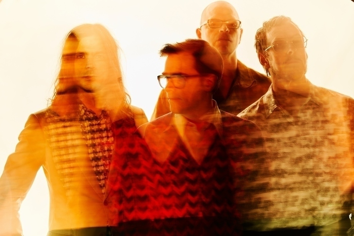 WEEZER、新曲「Can't Knock The Hustle」Pete Wentz(FALL OUT BOY)主演のMV公開