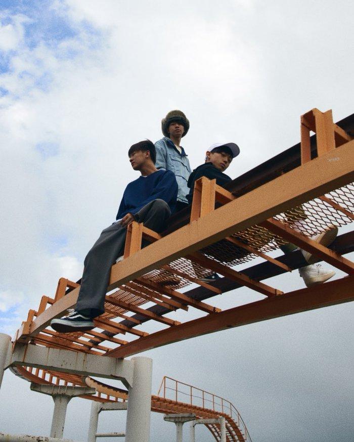 札幌在住の高校生3ピース・バンド -KARMA-、来年1月にミニ・アルバム『イノセント・デイズ』リリース・ツアー開催&アイビーカラー、ニアフレンズ、Mr.ふぉるて出演決定。リード曲「僕たちの唄」MV公開も