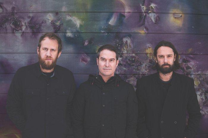 奇跡の再結成を果たしたUSピアノ・エモ・バンド MAE、11/30リリースのニュー・アルバム『Multisensory Aesthetic Experience』より「The Overview」音源公開