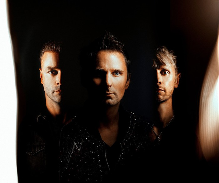 MUSE、ニュー・アルバム 『Simulation Theory』より「Propaganda」、「Get Up And Fight」、「The Void」リリック・ビデオ公開
