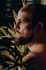 "Matthew Herbert、4月開催""RAINBOW DISCO CLUB 2019""出演決定。""BIG BAND""名義で約11年ぶりアルバム『The State Between Us』3/29海外リリースも"