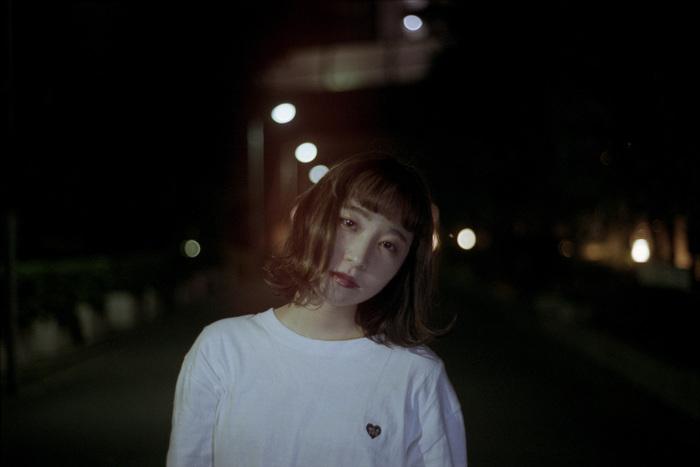 新潟出身のシンガー・ソングライター 果歩、2/6リリースの初流通シングル『光の街』より「あいつとライブハウス」MV公開。2月に東京&新潟にてインストア・ライヴ開催も