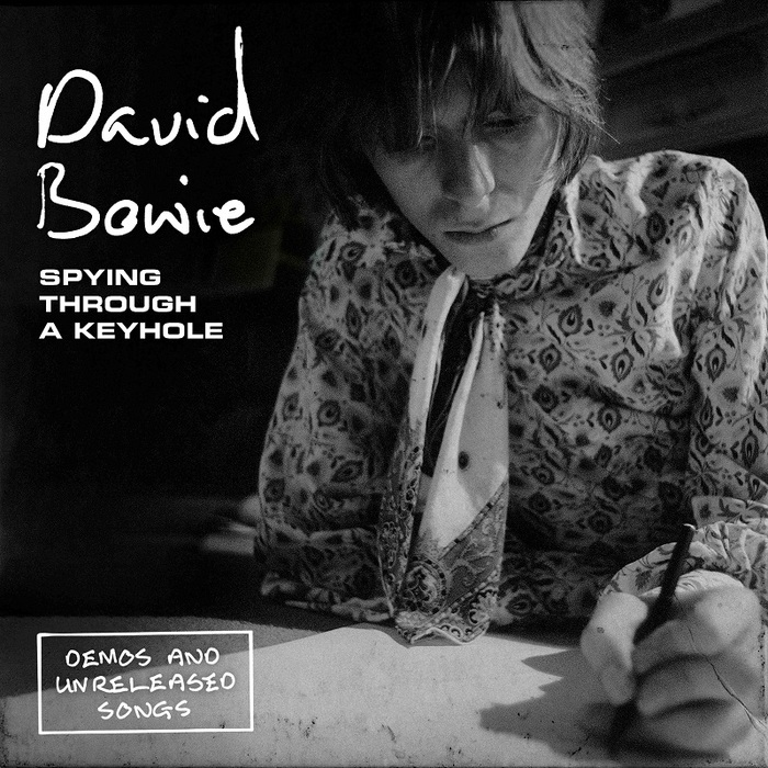 David Bowie、『Space Oddity』50周年記念7インチ・シングル・ボックス・セット『Spying Through A Keyhole』リリース決定