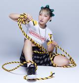 あっこゴリラ、メジャー1stアルバム『GRRRLISM』からスペイン撮影第2弾となる「オーバー・ザ・ボーダー」MV公開。明日3/26渋谷CLUB QUATTRO開催のツアー・ファイナルに豪華ゲストも