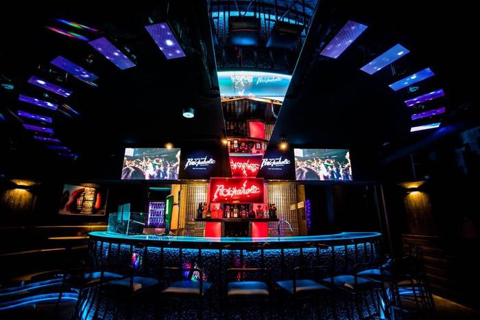 店内写真公開。激ロックエンタテインメントがプロデュースするMusic Bar ROCKAHOLIC新宿、明日3/22オープン