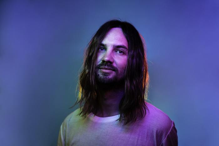 オーストラリア出身5人組サイケデリック・ロック・バンド TAME IMPALA、本日3/22に配信シングル「Patience」突如リリース。音源も公開