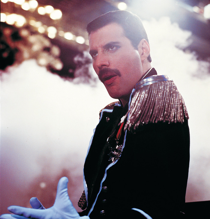 Freddie Mercury(QUEEN)、6月にWOWOWにてバンド・メンバー、肉親、友人、恋人たちが彼の魅力をひもとくドキュメンタリー番組放送決定