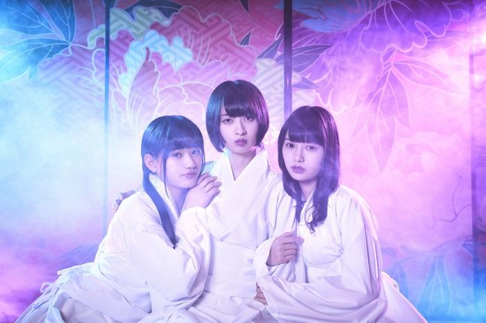 煙のように変幻自在で枠にとらわれないアイドル・グループ ゑんら、4/24リリースの初の全国流通シングル『妖怪ディスコ』より「つぼみ」MV公開