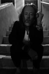 """""""フジロック""""に出演するThom Yorke(RADIOHEAD)、ソロ2ndアルバム『Tomorrow's Modern Boxes』リイシュー盤7/5リリース決定。初CD化音源を1曲追加収録"""
