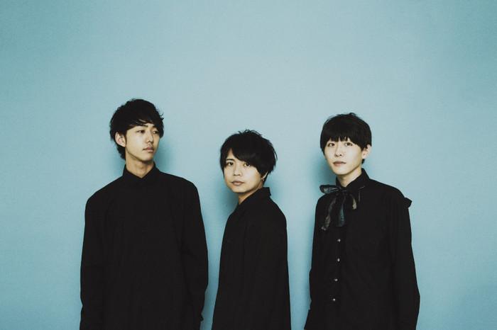 """独創的なサウンドと歌詞が特徴的な3人組ロック・バンド popoq、""""コドモメンタルINC.""""への所属を発表。1stミニ・アルバム『Essence』7/10リリース決定"""