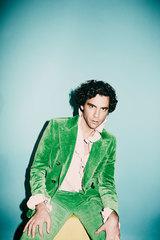 MIKA、10/4ニュー・アルバム『My Name Is Michael Holbrook』リリース決定。先行シングル「Ice Cream」配信スタート&リリック・ビデオ公開