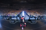 岡崎体育、2020年に大阪でのワンマン・コンサート開催決定。てっくん「フェイクファー」MVも公開