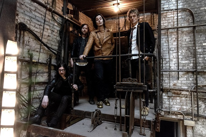 Jack White率いるTHE RACONTEURS、6/21リリースのニュー・アルバム『Help Us Stranger』より「Bored And Razed」リリック・ビデオ公開