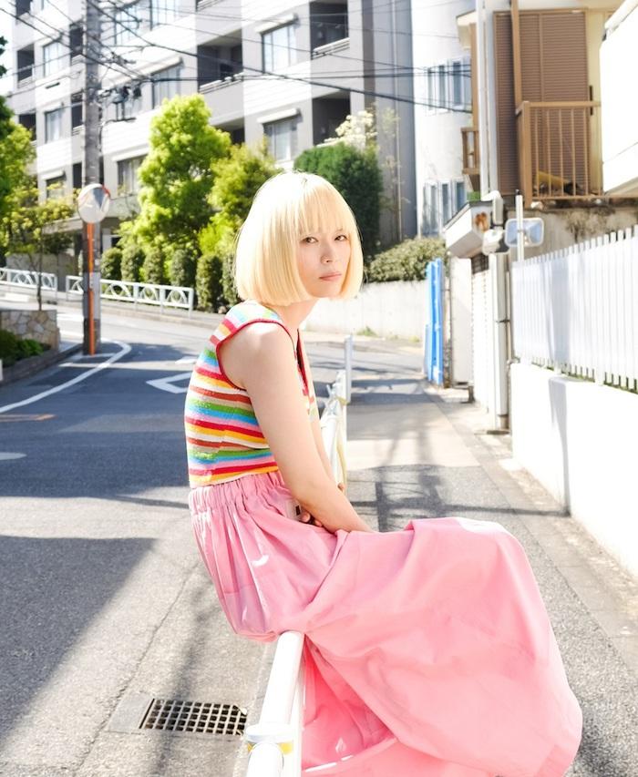 川本真琴と峯田和伸(銀杏BOYZ)、ツイン・ヴォーカル楽曲「新しい友達Ⅱ」MV公開。曽我部恵一が走る