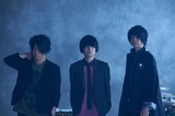 UNISON SQUARE GARDEN、結成15周年記念B面ベスト初回盤BD / DVDトレーラー公開。「ラブソングは突然に~What is the name of that mystery?~」ライヴ映像も