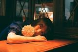 札幌出身シンガー・ソングライター CLOW、2nd EP『あさを』より「同じ電車」フルMV公開。12/20にワンマン・ライヴ開催決定
