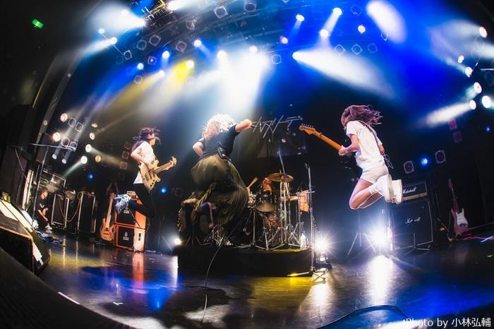 ガールズ・ロック・バンド エルフリーデ、来年1/21渋谷クアトロにてワンマン・ライヴ決定。2ヶ月連続新曲配信リリースも