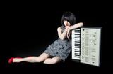 マリアンヌ東雲(キノコホテル)、初ソロ・アルバム『MOOD ADJUSTER』ジャケ写公開。キノコホテル本体は渋谷TSUTAYA O-EASTでデビュー10周年記念ライヴも決定