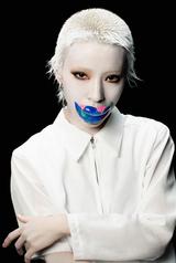 カミヤサキ(GANG PARADE)、ゲリラ配信リリースした初ソロ・シングル「still...」過去と現在が交差するリリック・ビデオ公開