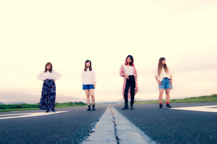 PICKLES、本日10/23リリースの1st EP『RUNWAYS』より「stay young」MV公開。今週末からフラスコテーションとのカップリング・ツアーも開催