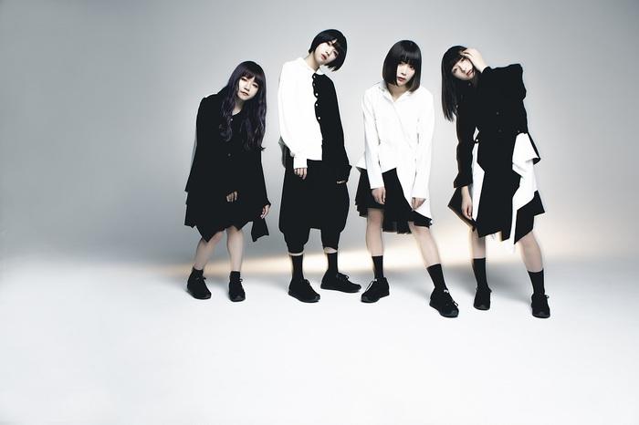 """WACK新ユニット""""CARRY LOOSE""""、セルフ・タイトルのデビュー・アルバムから6日連続で音源発表。1日目となる本日10/9はウルウ・ル作詞の「pretender」公開"""