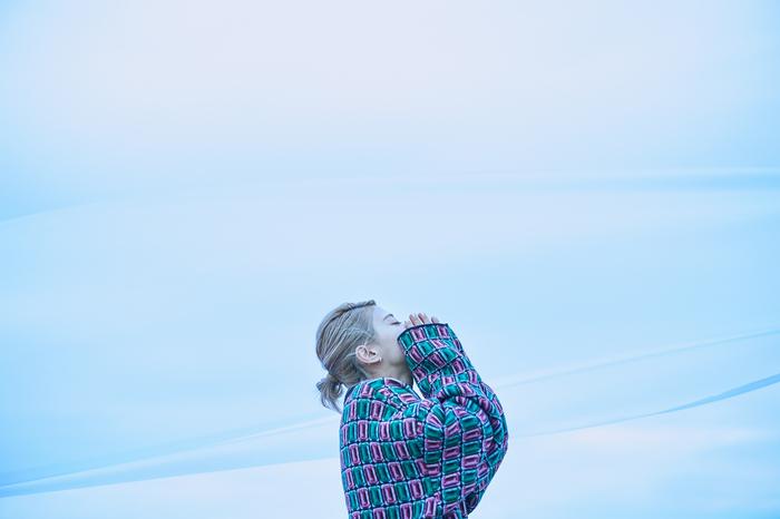 """ロザリーナ、アニメ""""歌舞伎町シャーロック""""ED曲「百億光年」配信スタート。プロデュース手掛けた亀田誠治のコメントも到着"""