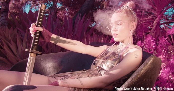 新世代のポップ・アイコン GRIMES、2/21リリースのニュー・アルバム『Miss Anthropocene』より新曲「My Name Is Dark」リリック・ビデオ公開