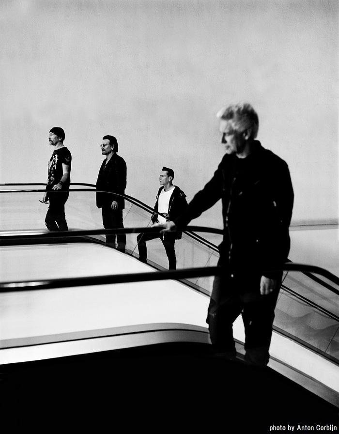 "U2、本日12/4開催の日本公演で新プロジェクト""U2X RADIO""発表。「Elevation」ライヴ映像も"