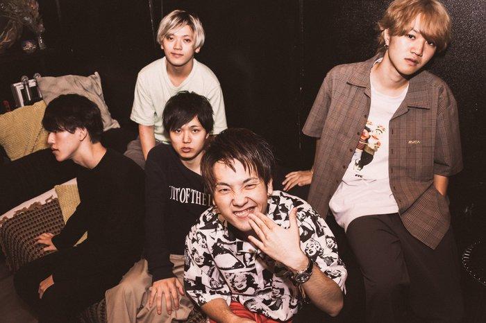 福岡のハード・ロック・バンド 20/Around、1/29リリースのミニ・アルバム『HEAVY』より「Red Sky」MV公開