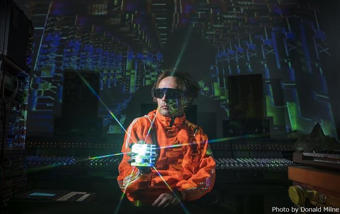 SQUAREPUSHER、ニュー・アルバム『Be Up A Hello』より真鍋大度が監督&超近未来の東京が舞台のMV「Terminal Slam」公開。グドモたなしんら出演のトーク・ショーも本日1/30開催