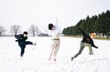 北海道在住の3ピース・ロック・バンド KALMA、メジャー・デビュー・ミニ・アルバムからリード曲「これでいいんだ」先行配信開始&MV公開。Hump Back、koboreら迎えた対バン・ツアー開催も