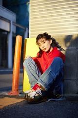 ナナヲアカリ、4/8リリースのミニ・アルバム『マンガみたいな恋人がほしい』収録内容を公開。ボカロPのDECO*27、みきとP、煮ル果実ら大集結