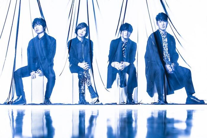"""Official髭男dism、過去のライヴや密着映像で構成された2020年""""カルピスウォーター""""CMソング「パラボラ」MV公開"""