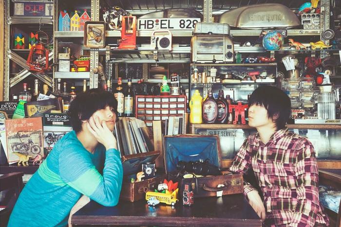 カミナリグモ、ニュー・アルバム『SCRAPPY JEWELRY』よりリード・トラック「夜明けのスケルトン」MV公開&リリース・ツアー発表。5/5にYouTubeスタジオ・ライヴ配信も