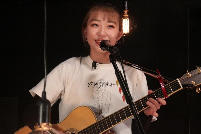 大矢梨華子(ex-ベイビーレイズJAPAN)、生配信ライヴで1stミニ・アルバム『一恋一会』リリース発表。新曲「僕はまだ恋を知らない」江野沢愛美出演のMVも公開