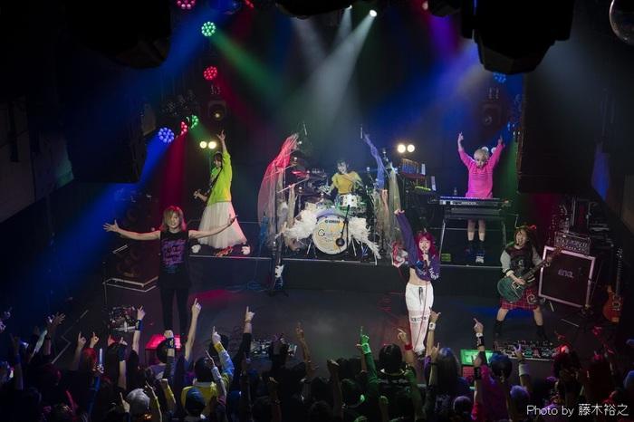 """Gacharic Spin、初のVR生配信ライヴ""""飛び出す!ガチャピン!~おうちでライブ~""""7/3開催決定。180°3D立体視のステージ最前列からの映像が目の前に。終演後メンバーと乾杯も"""