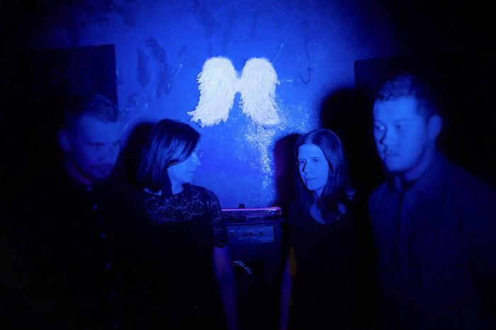 北欧フィンランドの男女混合シューゲイザー・バンド MUMRUNNER、1stフル・アルバム『Valeriana』6/10リリース。収録曲「Woe」MV公開