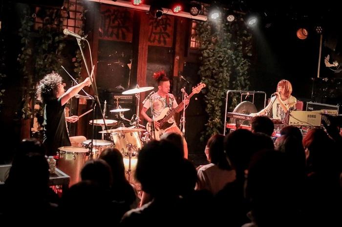 モーモールルギャバン、結成の地 京都で15周年ワンマンを開催決定。ライヴ配信も