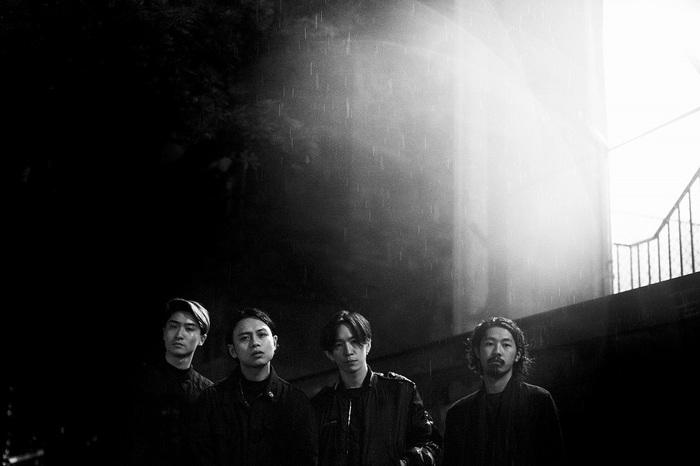 福岡発4人組バンド Attractions、新曲「Blood Pressure」アコースティック・セッション映像公開