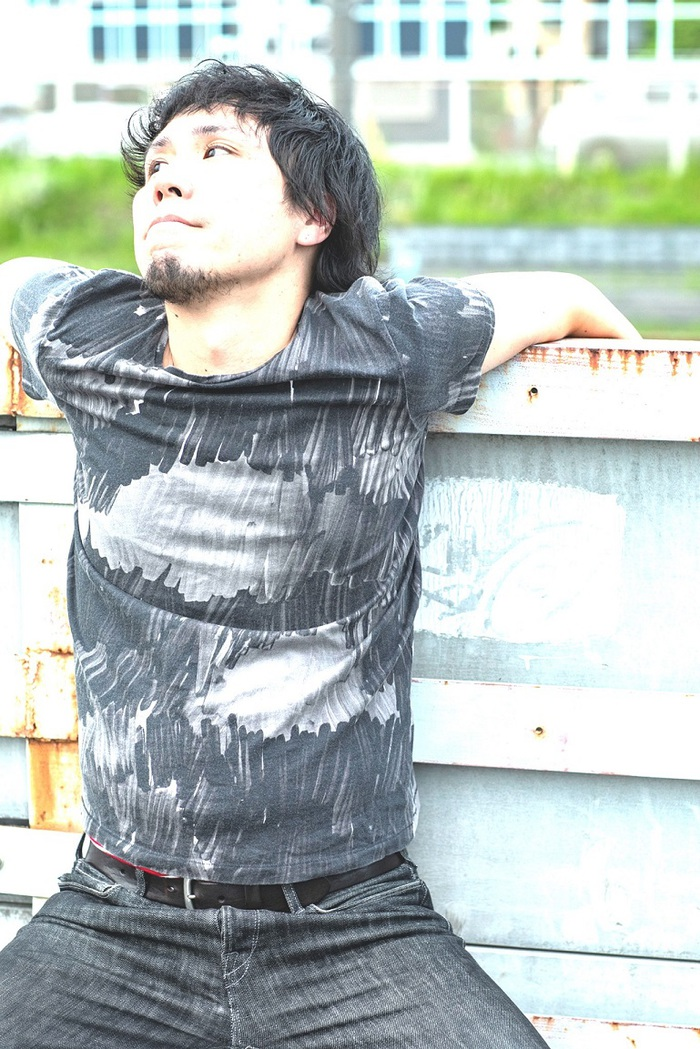 """ゲイリー・ビッチェ(モーモールルギャバン)、ソロ名義""""ヤジマX""""で新曲「夢から醒めた憐れな野獣だな、まるで」MV公開"""