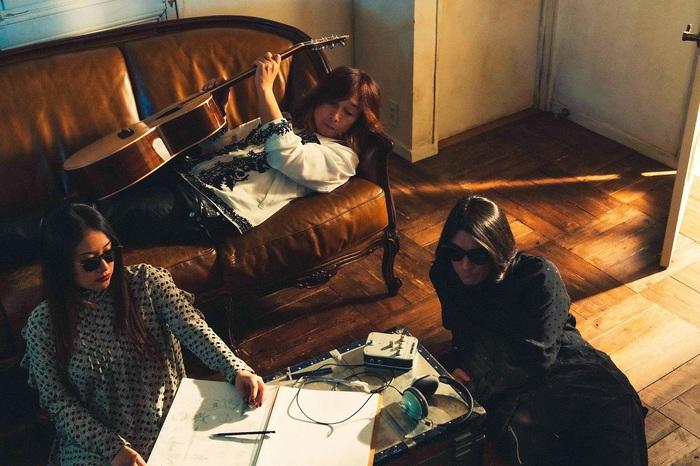 浅井健一&THE INTERCHANGE KILLS、約2年半ぶりのニュー・シングル『TOO BLUE』9/16リリース。初回盤DVDにはマイナビBLITZ赤坂公演ライヴ映像収録