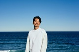 """星野源、ソロ・デビュー10周年を記念しリリースするシングル・ボックス『Gen Hoshino Singles Box """"GRATITUDE""""』特典ディスク収録内容&ジャケット・デザイン発表"""