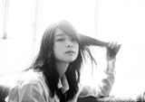 片平里菜、9/9リリースのニューEP『HEY! Darling EP』新ヴィジュアル公開。オンライン・リリース・パーティーに45名を観覧招待
